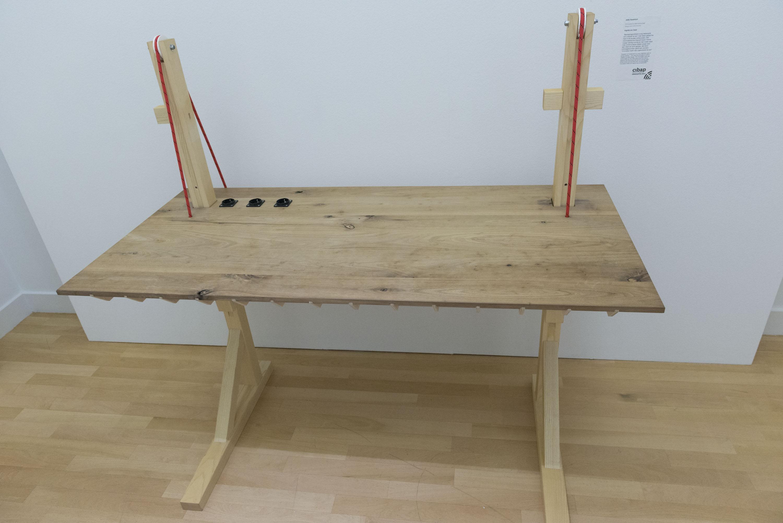 Een kunstwerk van een tafel van Jelle Haverkort van het Cipab
