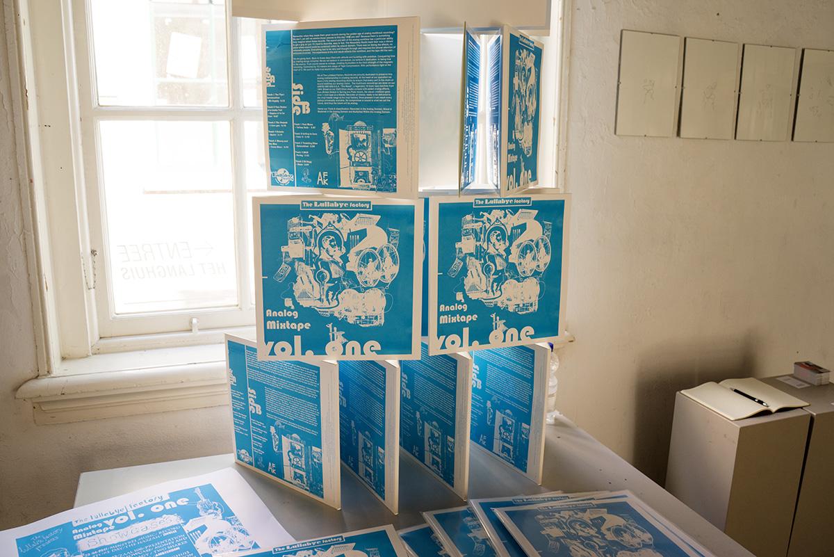 Verschillende boekjes opgestapeld tot een toren